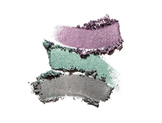 Ombre à paupières paillettes scintillantes et fond de texture de couleur gris vert violet mat blanc isolé