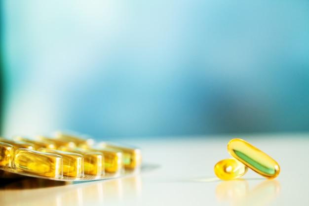 Omega 3 capsules de gelées jaunes d'huile de poisson.