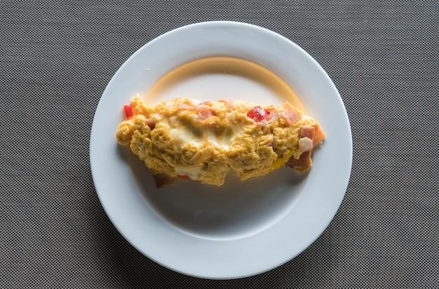 Omelette au jambon et au fromage fait maison