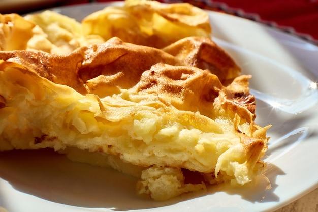Omelette dans un gros plan de plaque