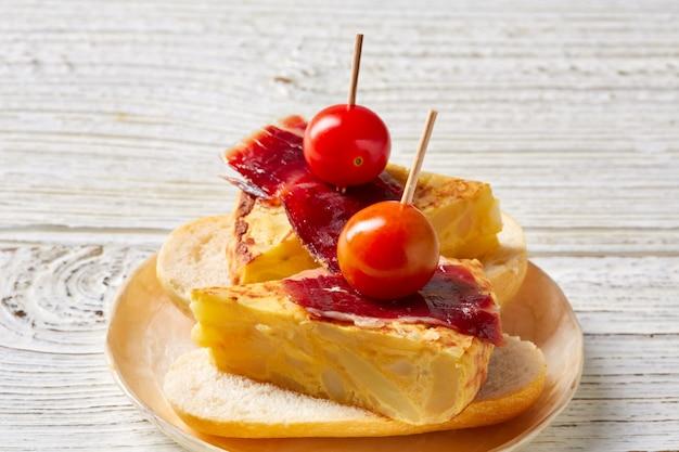 Omelette espagnole jambon ibérique pincho tapas