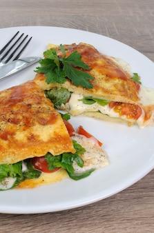 Omelette farcie aux épinards, tomates et mozzarella
