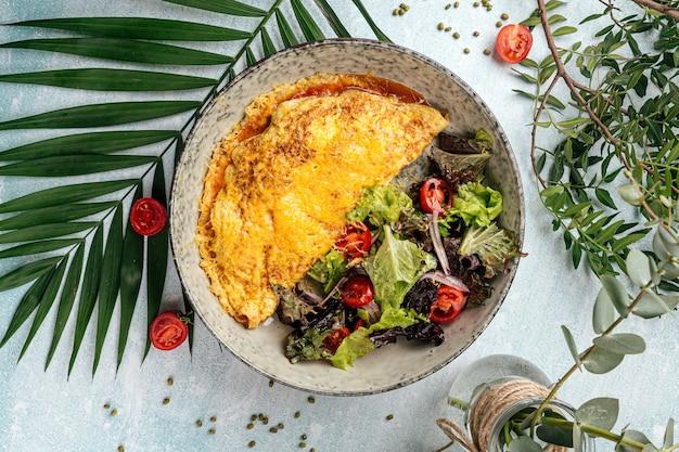 Omelette rustique avec salade de légumes