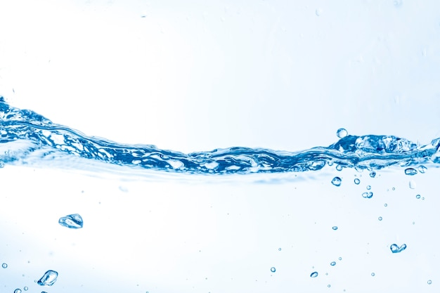 Onde d'eau avec des bulles