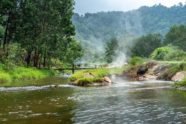 Onsen à la source chaude de plai-poo, kapong phang-nga