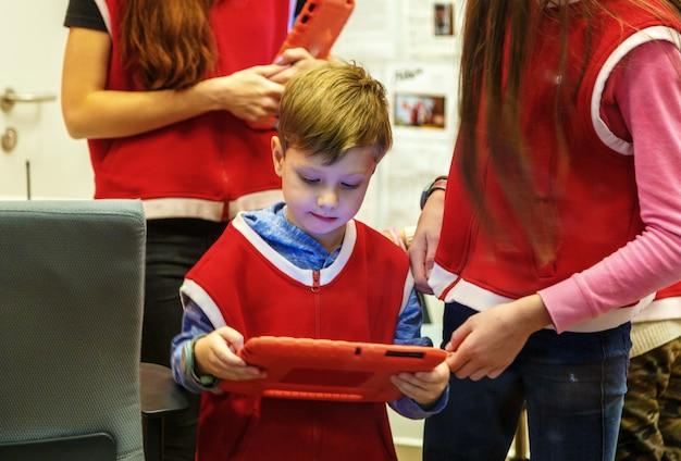 Opérateur mobile. compétences professionnelles réelles pour les enfants