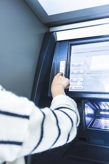 Opération atm à la banque