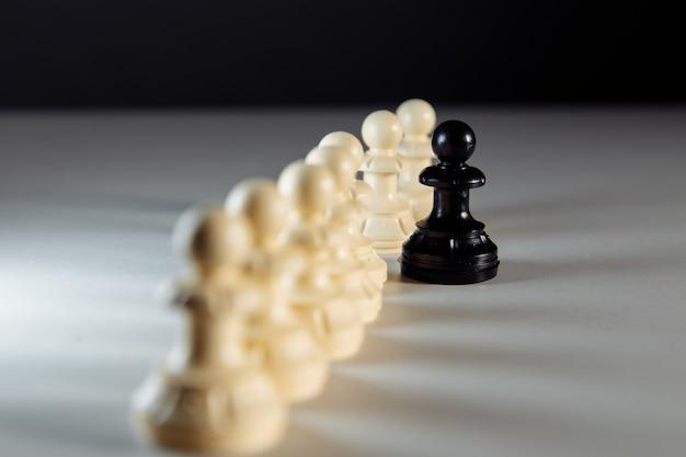 Opposition de pion sur le concept de leadership de table