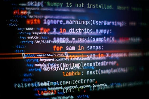 Optimisation du référencement. technologie moderne. syntaxe php mise en évidence. écriture de fonctions de programmation sur ordinateur portable. tendance big data et internet des objets.