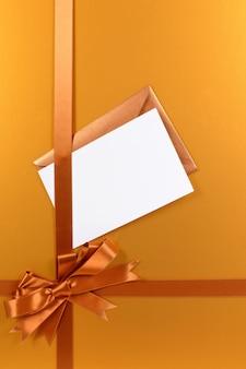 Or cadeau de noël de fond avec carte