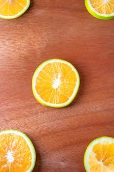 Orange avec fond en bois