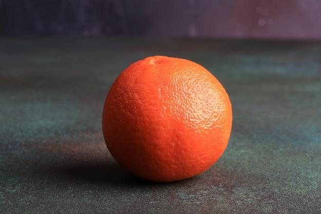 Orange sur fond grunge rouillé