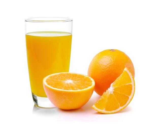 Orange fraîche et verre de jus