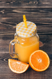 Orange, lobule, moitié, jus. concept de mode de vie sain