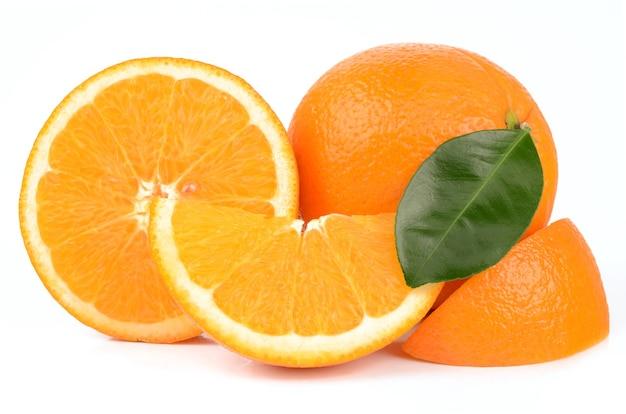Oranges sur fond blanc