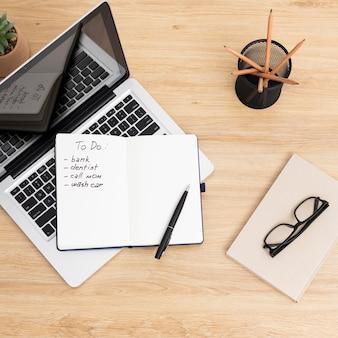 Ordinateur portable avec liste de tâches sur ordinateur portable