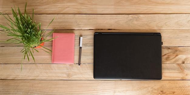 Ordinateur portable, ordinateur portable et stylo