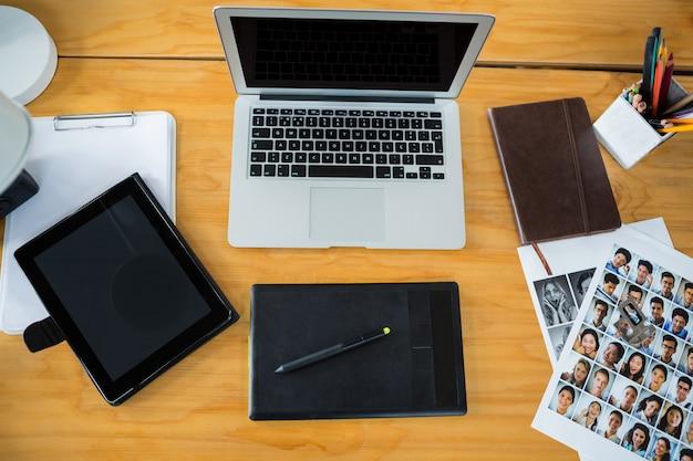 Ordinateur portable, tablette graphique et tablette numérique sur 24