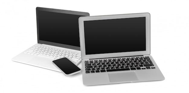 Ordinateur portable et téléphone portable isolé sur blanc