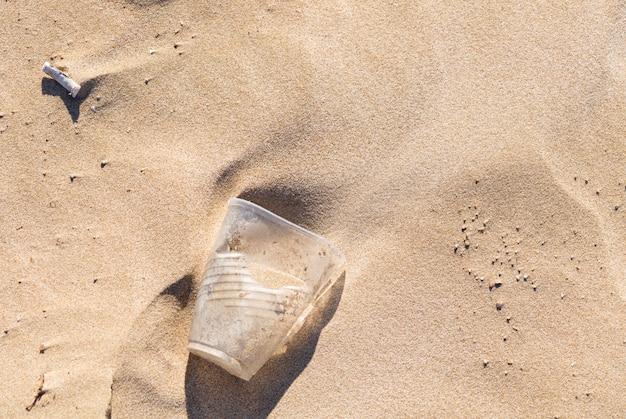 Des ordures sur la plage