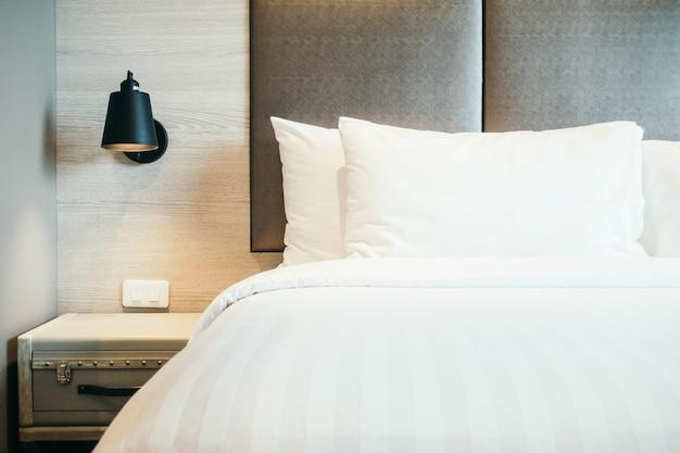 Oreiller au lit