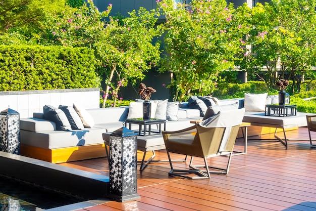 Oreillers avec terrasse extérieure et canapé