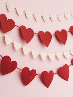 Ornement de coeur faible angle sur le mur