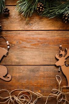 Ornements faits à la main de patin, de cerf et de pin