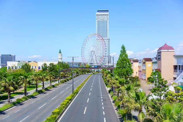 Osaka , japon - 10 mai 2018 : paysage urbain de la ville de rinku affichage rinku gate tower building et grande roue