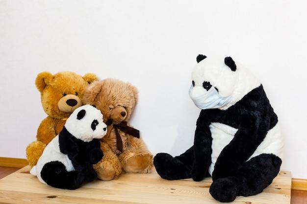Ours malade, infection, virus, coronavirus, 2019-ncov, ours malade, virus et masque froid, traitement des jouets et des personnes, épidémie