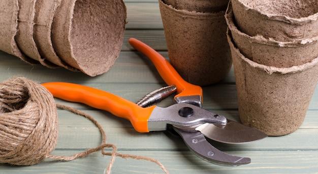 Outil de jardinage. sécateur pour couper les buissons