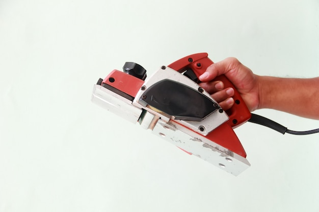 Outil à main de rabot utilisé pour produire des surfaces planes en rasant la surface du bois