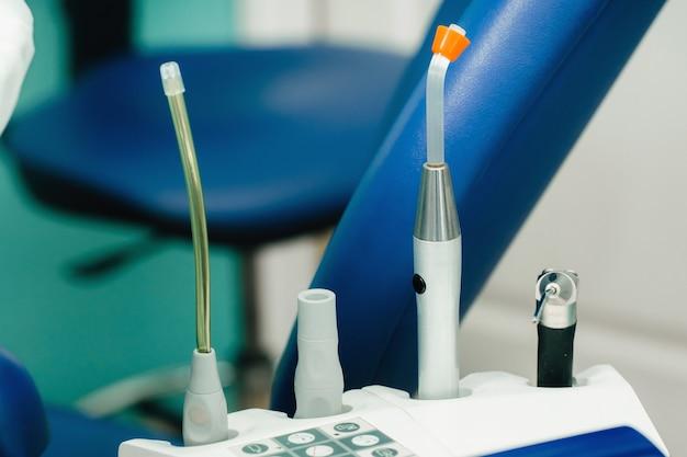 Un outil pour le dentiste avant de travailler dans son cabinet.