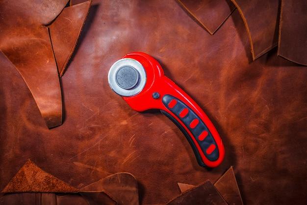 Outil pour travailler le cuir. couteau en cuir.