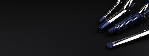 Outil professionnel de curling et de coiffage des cheveux, embouts de curling remplaçables sur un bureau noir