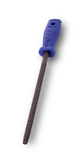 Outil de râpe de charpentier sur fond blanc