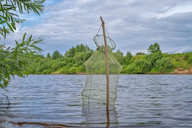 Outil en résille pour stocker les poissons capturés pendant la pêche
