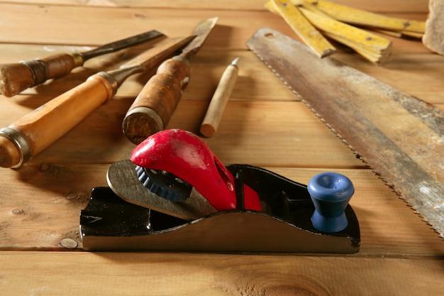 Outils de charpentier ont vu marteau bois bande avion gouge