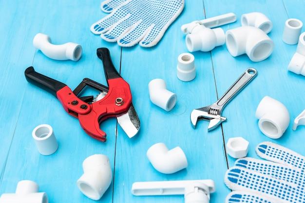 Outils de coupe de tuyaux, clé et coins en plastique