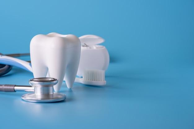 Outils dentaires sains pour les soins dentaires concept dentaire professionnel