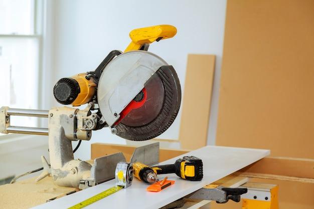Outils électriques et équipement de bricolage cuisine d'instrumentation à la nouvelle maison