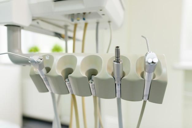 Outils et équipement de dentiste, instruments de soins de santé