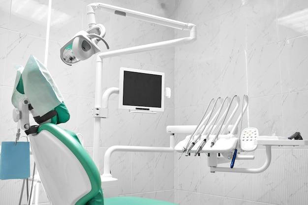 Outils et équipement de dentiste, ustensiles pour les soins de santé et le soin des dents