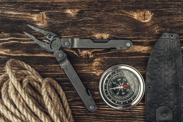 Outils d'équipement de randonnée de voyage, vue de dessus