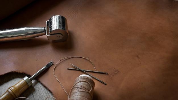 Outils de fabrication de cuir