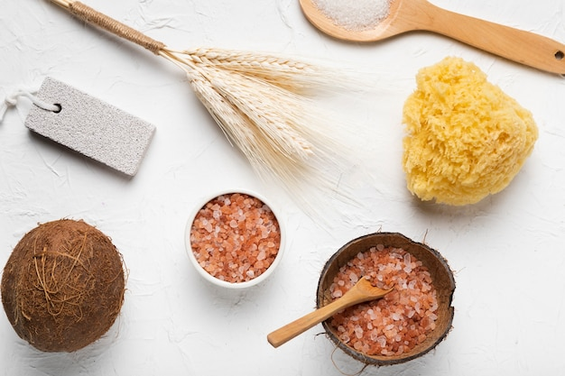 Outils à frotter et produits pour le bain