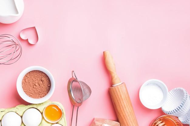 Outils et ingrédients pour faire des cupcakes