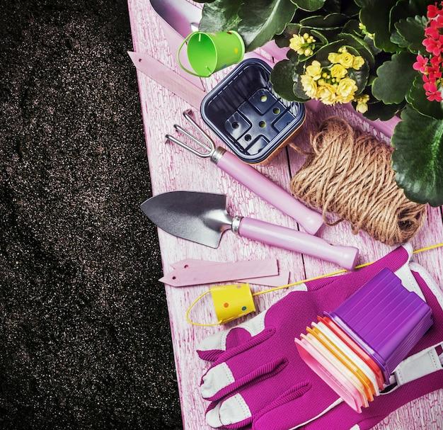 Outils de jardinage au sol