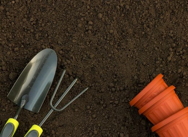 Outils de jardinage et équipement vue de dessus en gros plan dans l'arrière-cour