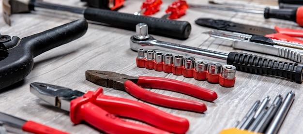 Outils à main de construction poser à plat